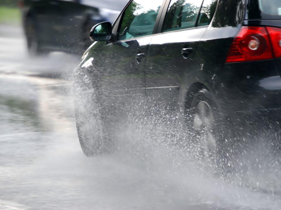 conducir bajo la lluvia consejos econocar franquicias alcoy